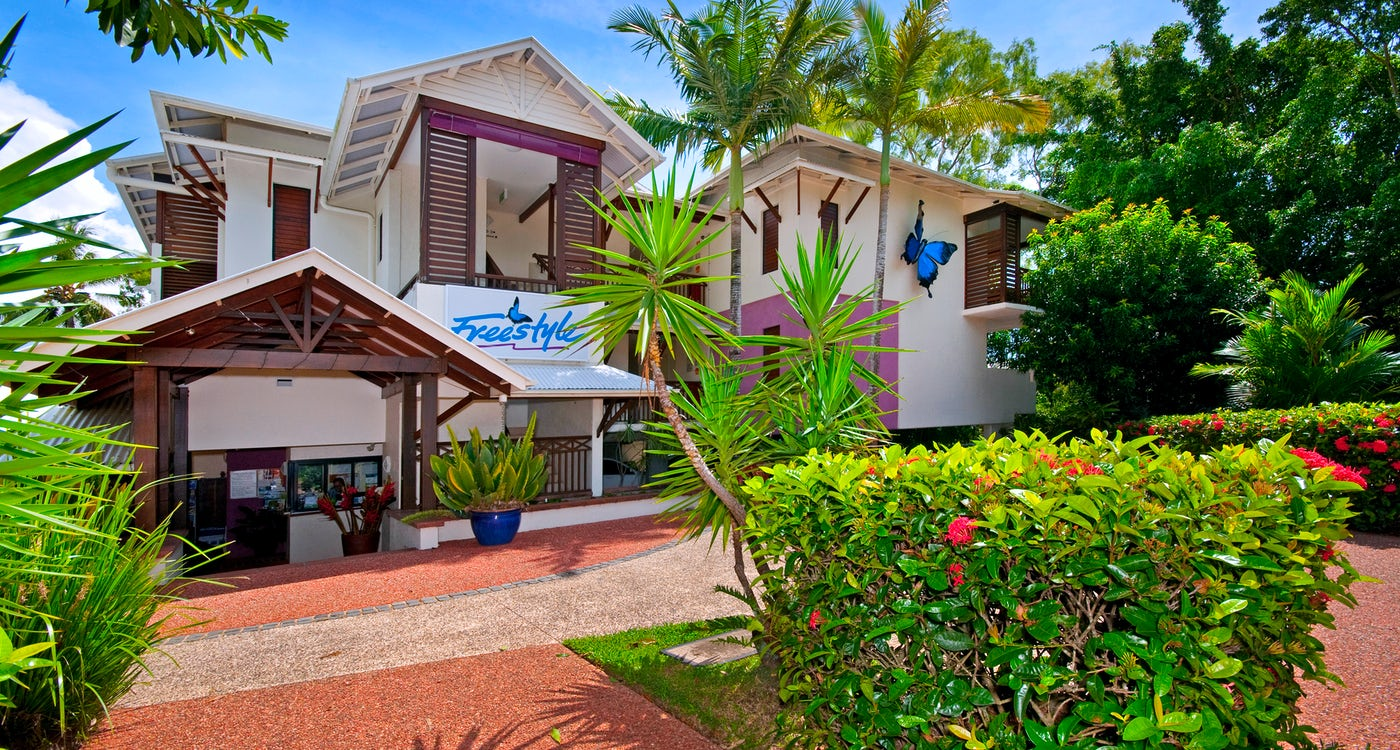 accommodation port douglas freestyle resort entrance