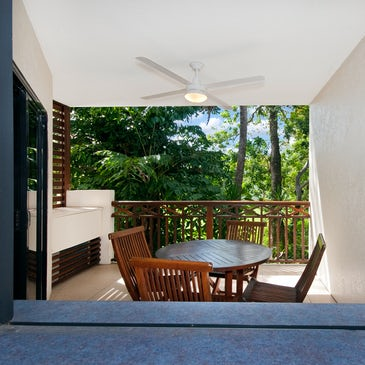 port douglas accommodation freestyle resorts balcony