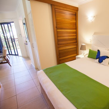 1 bedroom apartment port douglas accommodation bed 2