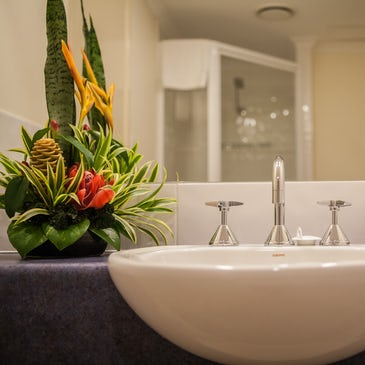 1 bedroom apartment port douglas accommodation bathroom sink