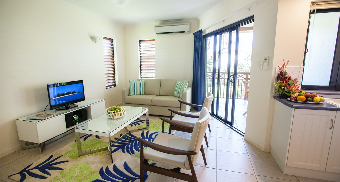 1 bedroom apartment port douglas accommodation lounge 6
