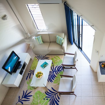 2 Bedroom self-contained apartment port douglas accommodation at Freestyle Port Douglas lounge 3