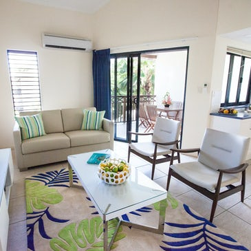 2 Bedroom self-contained apartment port douglas accommodation at Freestyle Port Douglas lounge 2