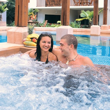 couple in freestyle port douglas resort pool